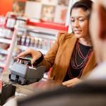 Czytnik kart płatniczych – obowiązkowy element w każdym sklepie